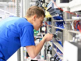 3D cameras evaluate ergonomics of assembly workstations