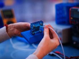 Bipolarplatten für Brennstoffzellen kostengünstig herstellen