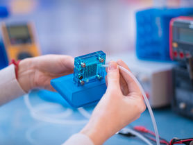 Cost-efficient production of bipolar plates for fuel cells
