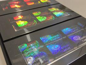 Mikro- und Nanostrukturen für Präzisionsoptiken prägen