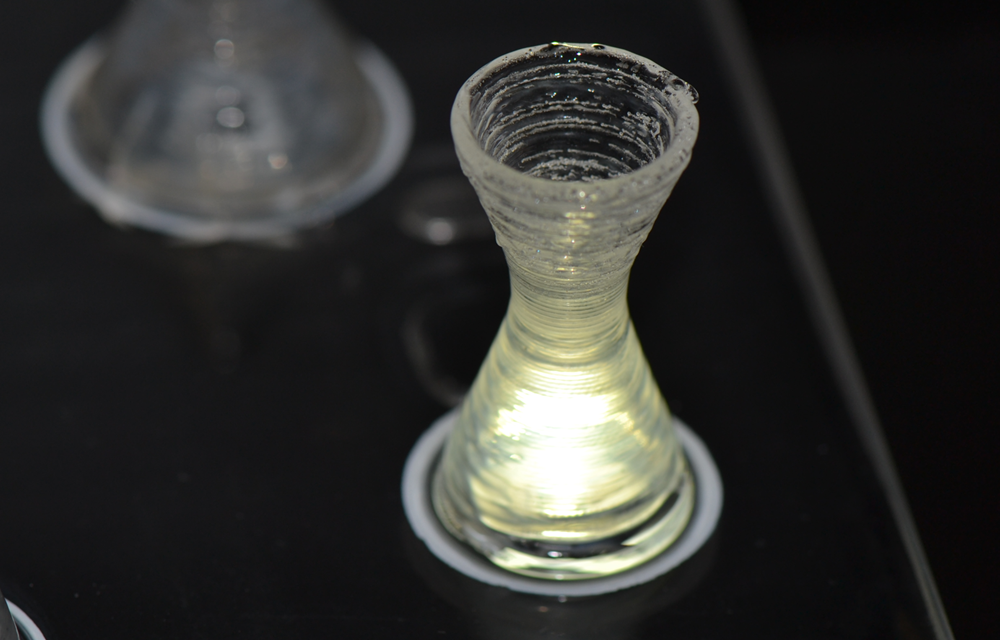 Highly interesting for medical technology: laser-based 3D-printing of glass components with cavities. (Photo: LZH)
